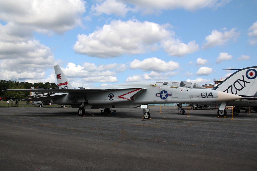 North American RA-5C Vigilante USN 156621/NE-614