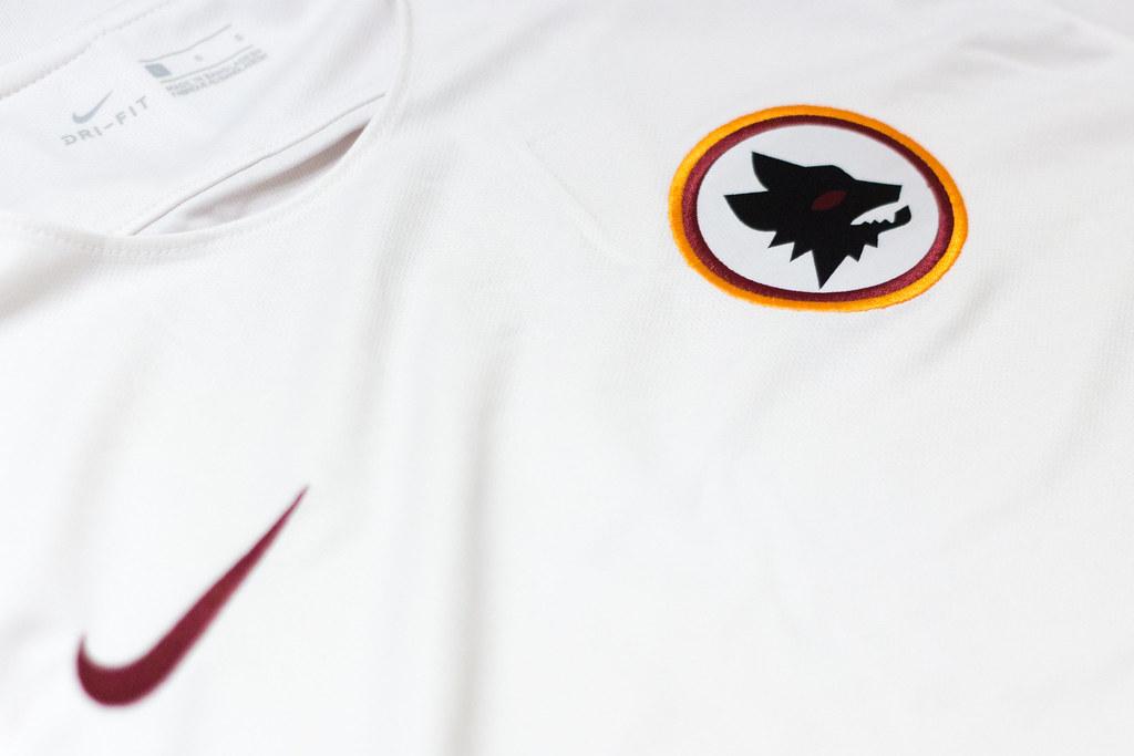 Roma away kit 2016/17