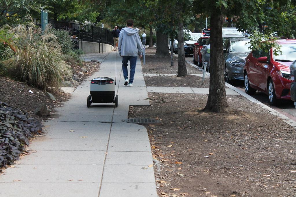 13 Robot Postmates WDC 25October2017 | Postmates Delivery Ro… | Flickr
