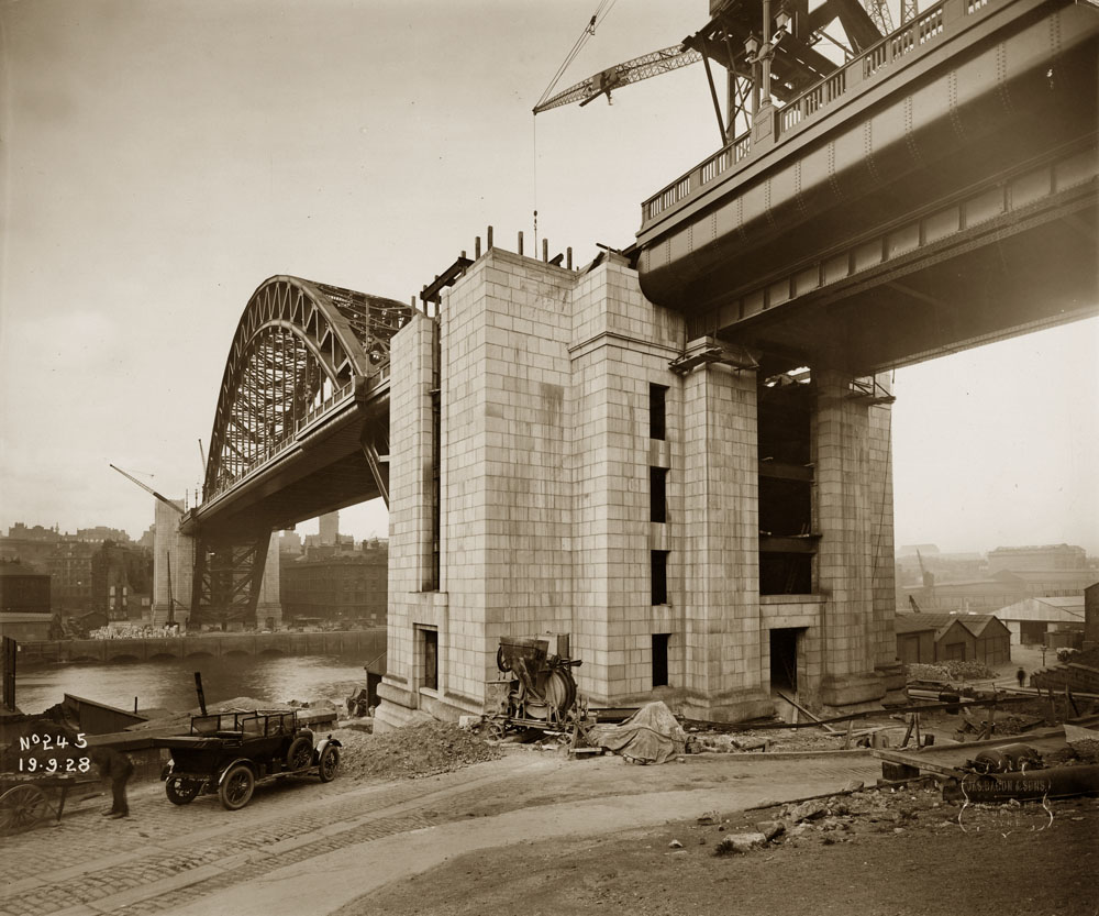 Construction of the Tyne Bridge Towers