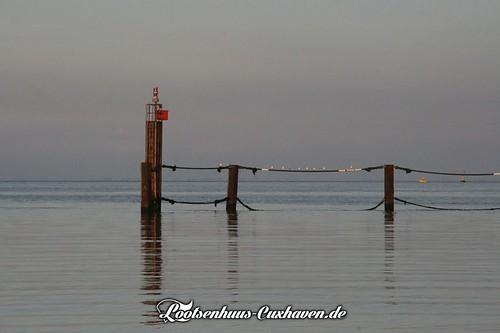 Hafeneinfahrt Backbord | by Stilkollektiv