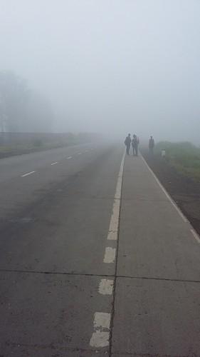 vipul5549pics fog road foginmorning roadsinmorning