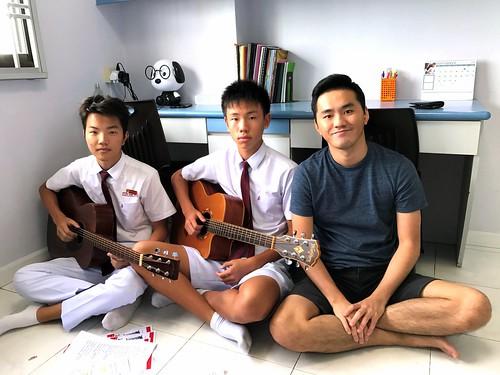Guitar lessons Singapore Dong Cheng Xi Peng