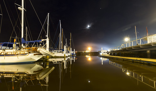 launceston tasmania night seaport boats marina yachts tamar tamarriver jetty wharf evening moon clear still calm