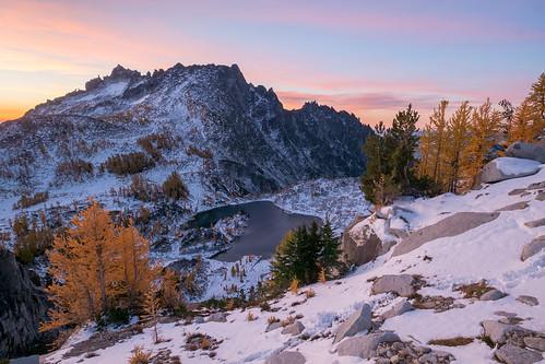 alpinelakeswilderness backpacking enchantmentlakes enchantments hiking lake larch mcclellanpeak sunrise washington wenatcheenationalforest