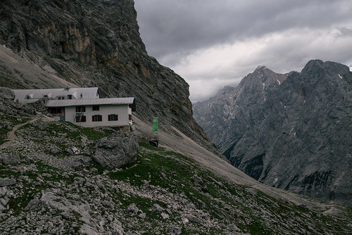 Last stop before the Zugspitze summit   by knipslog.de