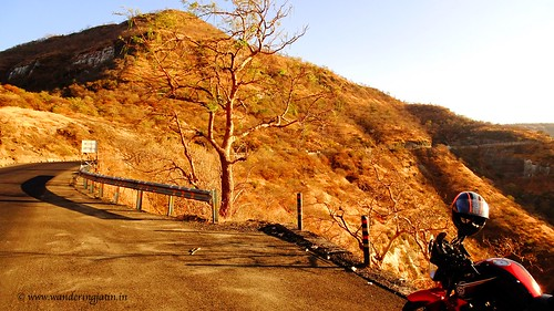 Encountering Ghat roads near Aurangabad | by wanderingjatin