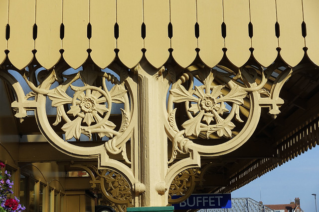 RD15900.  Decorative Ironwork at Sheringham Station on the North Norfolk Railway.