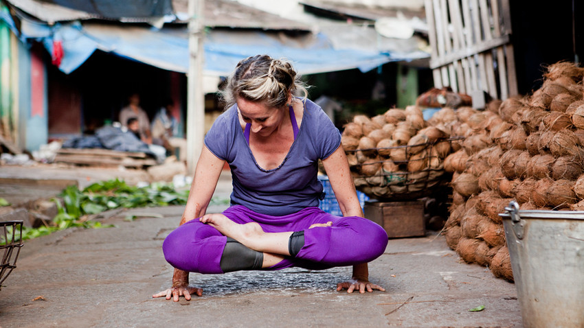 How To Use Yoga To Detox Your Gut