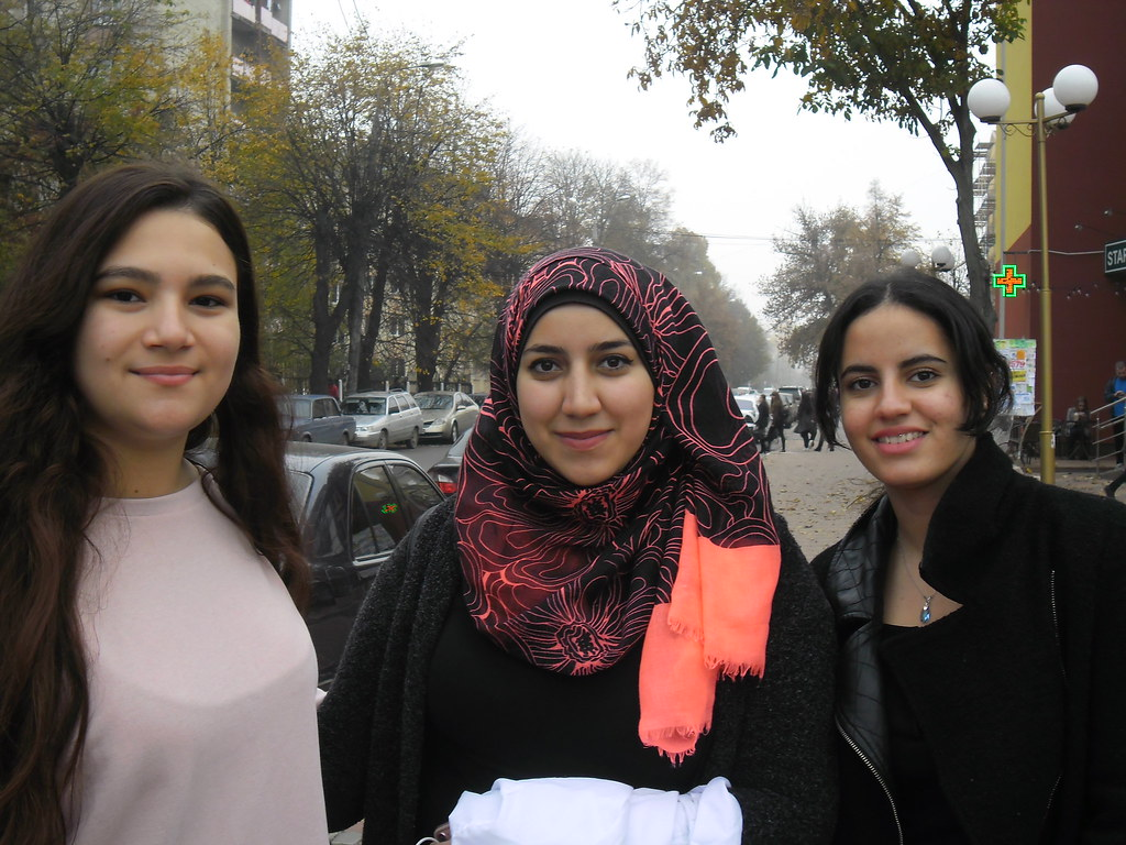 Beauties Afaf (Morocco), Mariam (Palestine) and Yousra (Morocco)