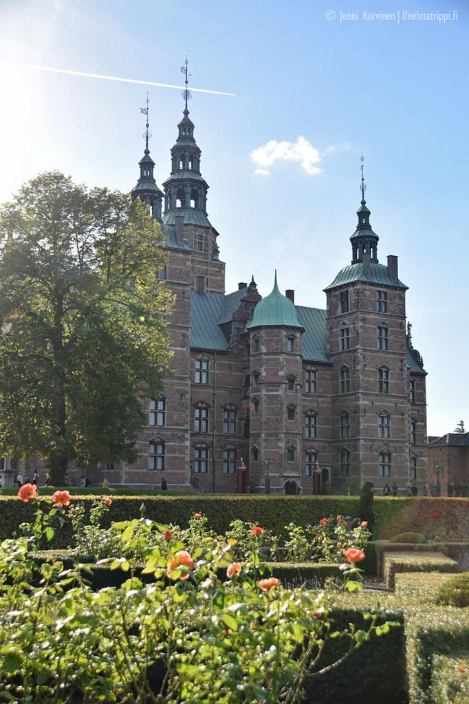 Ruusuja ja Rosenborgin linna Kööpenhaminassa