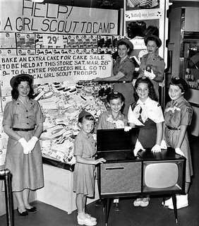 lapl 1959 Reseda Girl Scouts selling GS Cakes at Von's on Sherman way