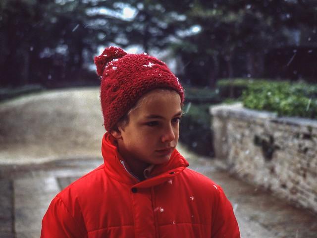 Ritratto in rosso (con fiocchi di neve)