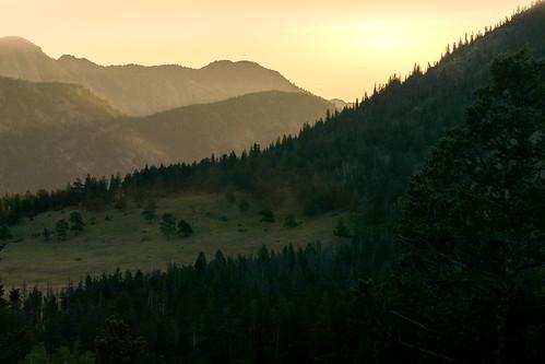 canoneos5dmarkiv ef100400mmf4556lisiiusm rockymountainnationalpark colorado horseshoepark telephoto sunrise amenacer hazy foggy sunny silhouette summer 2017 canon