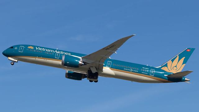 LHR - Vietnam Airlines Boeing 787-9 VN-A871