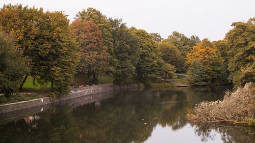 hamburg hh deutschland germany city cityscape hansestadt autumn autumnleaves trees kanal water reflection