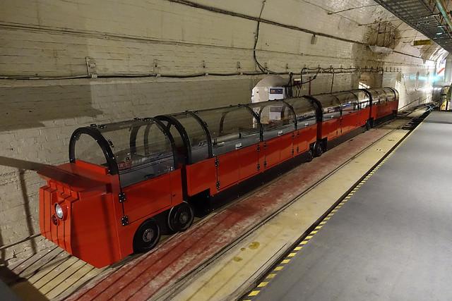 RD16106.  Mail Rail, London.
