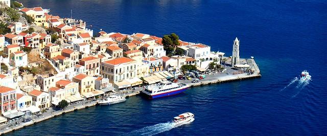 Γαλάζια πολιτεία / Little town surrounded by the blue sea