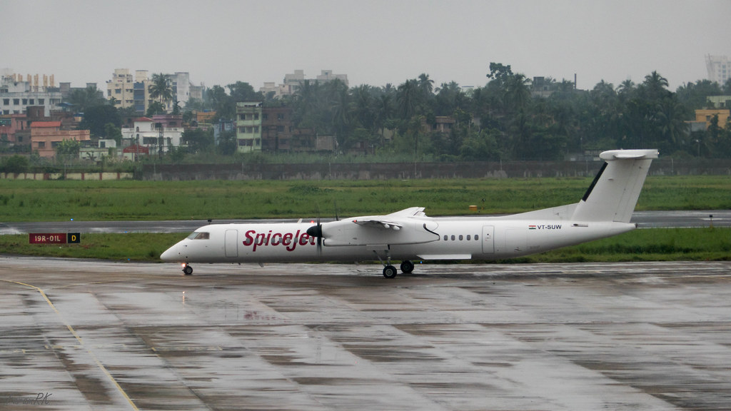 Spicejet Dash 8 Q400 (VT-SUW) taxying out at VECC