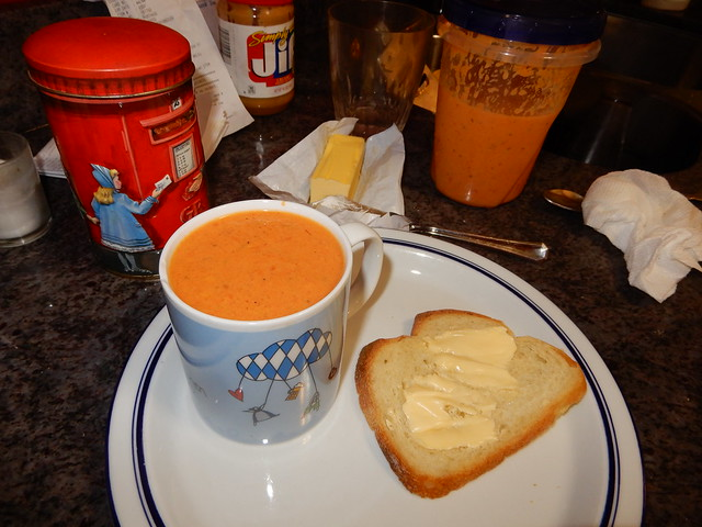 tomato soup with butter-bread