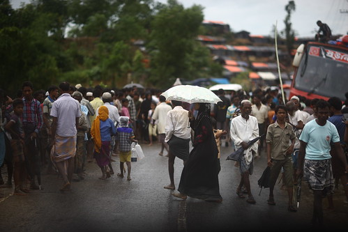 woman umbrella rain monsoon rohingya refugees refugeecamp street coxsbazaar bangladesh sooc unedited untouched raw windshield colors atmosphere genocide ethniccleansing exodus rohingyagenocide saverohingya crimesagainsthumanity