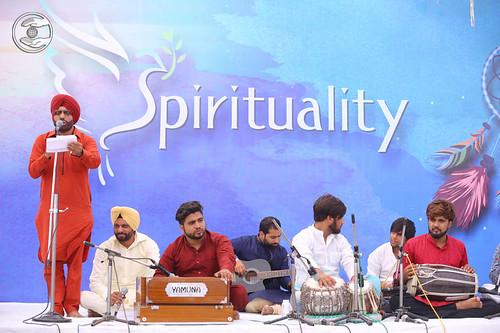 Devotional song by Jasjeet Jassi from Ludhiana