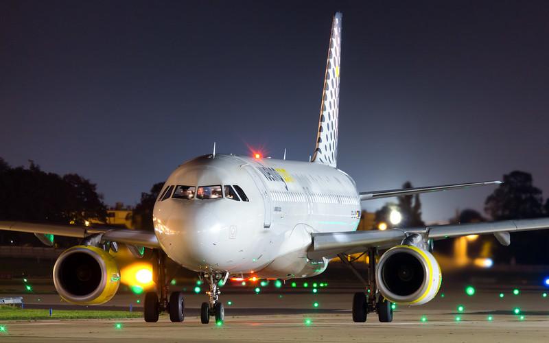 ORY A320 EC-LRM Vueling