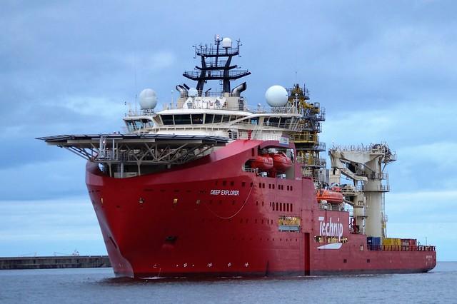 2  DSC05424 (2). Offshore Diving Support Ship DEEP EXPLORER, entering Port of Tyne.
