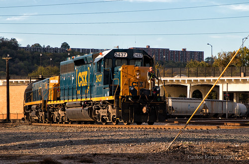 csx csxt locomotive emd sd402 mt6 alco rebuilt hump yard classification yards queensgate cincinnati ohio city industry heavy rail switching 2437 1010 rco employee sunset