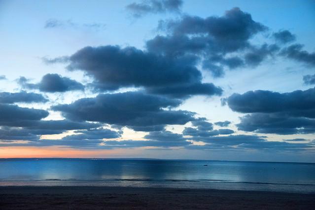 heure bleue sur mer bleue