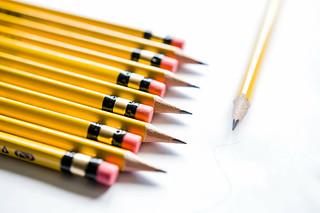 Gelbe Bleistifte vor gelbem Hintergrund | by wuestenigel