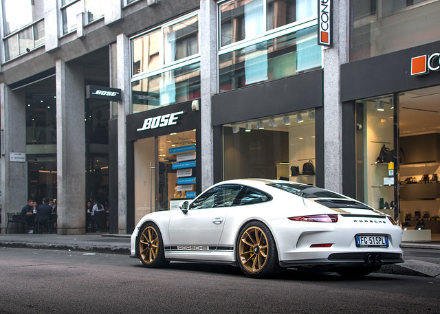 White & gold spec.
