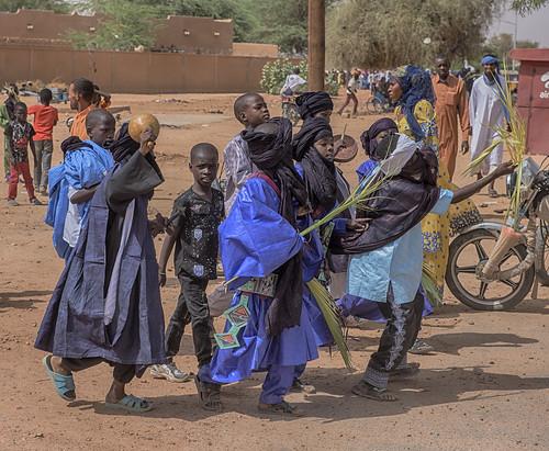 niger agadez touareg boys