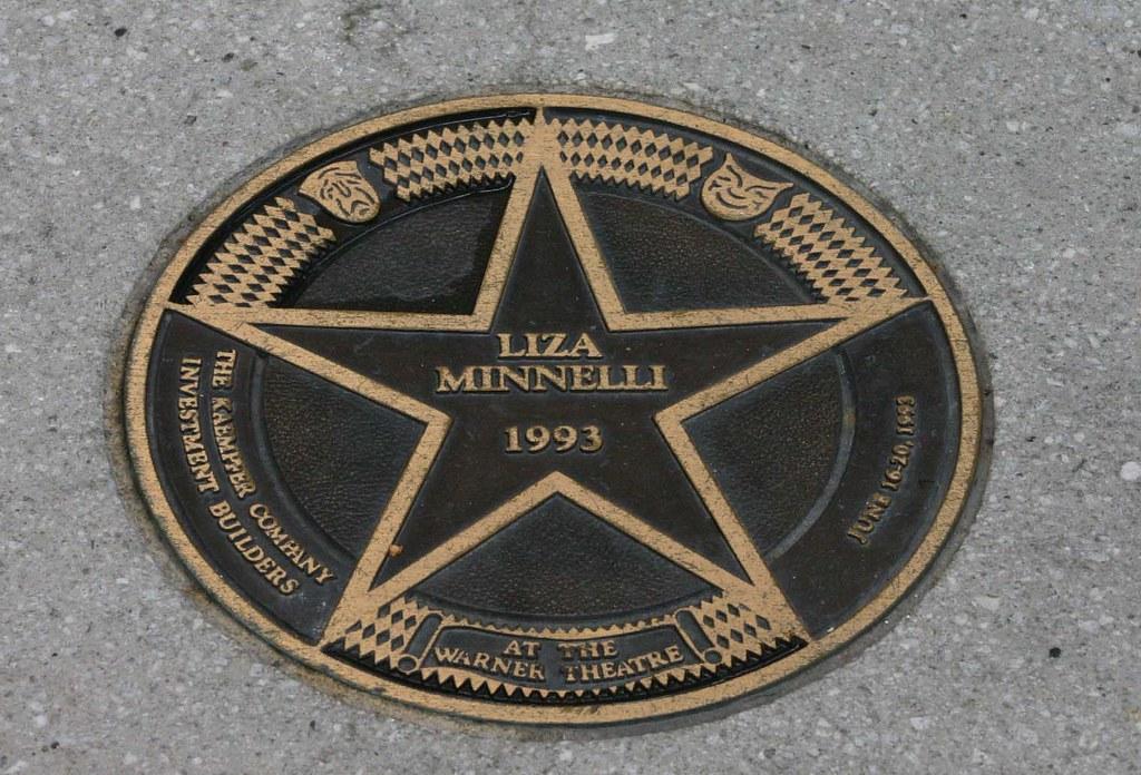 Liza Minnelli | Outside the Warner Theatre Liza May Minnelli… | Flickr