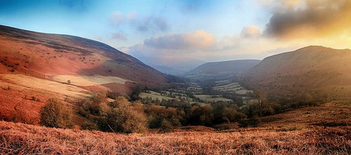 blackmountains breconbeacons nationalpark mynyddtroed mynyddllangorse cwmsorgwm valley hill hills hillsides panorama panoramic evening sunset