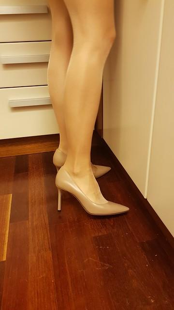 Jimmychoos on my wifes legs. What do u think? #jimmychoo