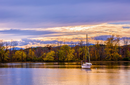 purple canon canonllenses 5dsr ef70200f28isiiusm 7020028lisii eos ef llenses landscape light leaves availablelight blue clouds colors fall sky sun sunset hudsonvalley hoyand8 mountains manfrotto sailboat historiccatskillpoint