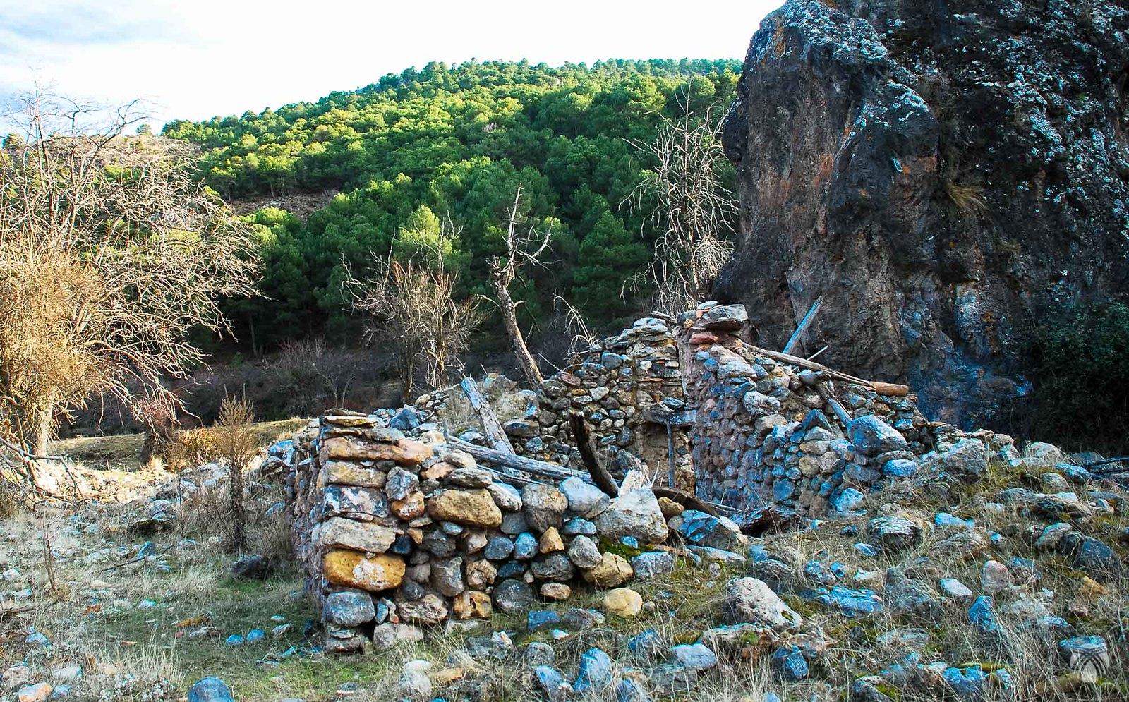 Cortijo del Peñón en el arroyo de Baúl