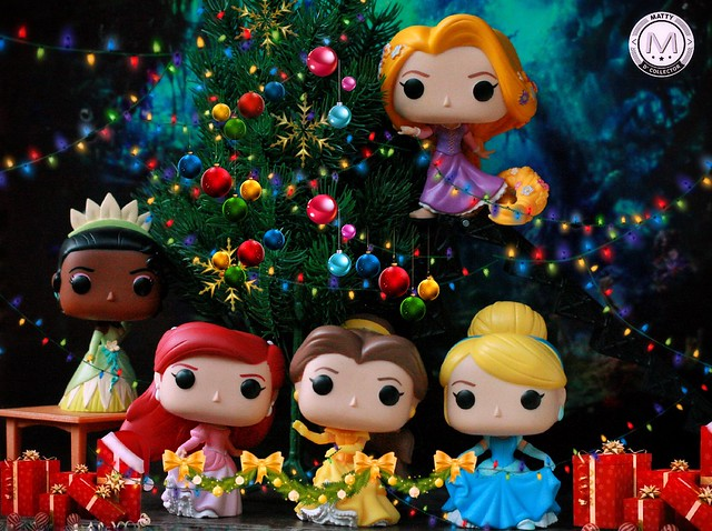 Halloween is over.. The Princesses are busy decorating the tree... Holidays are coming...