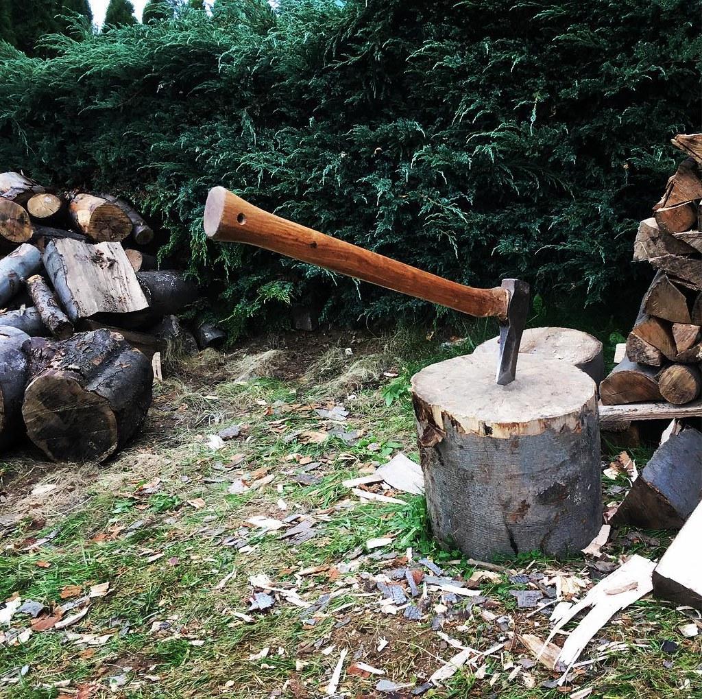 #myworkout #chopwood #winteriscoming #firewood #saturdayathome