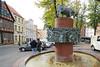Schwerin Am Schlachtermarkt, Brunnen mit bronzener Stier-Skulptur