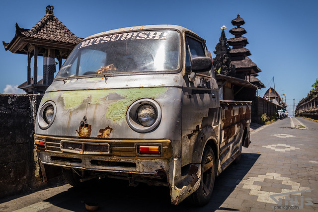 Oldtimer next to a temple Bali