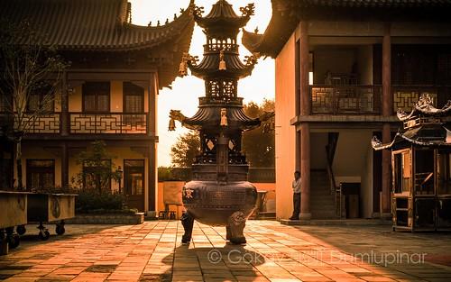 jiangsu china d810 nikon travel temple shanghai chinese buddha monk statue culture lucky sunshine sunset glow goldenhour