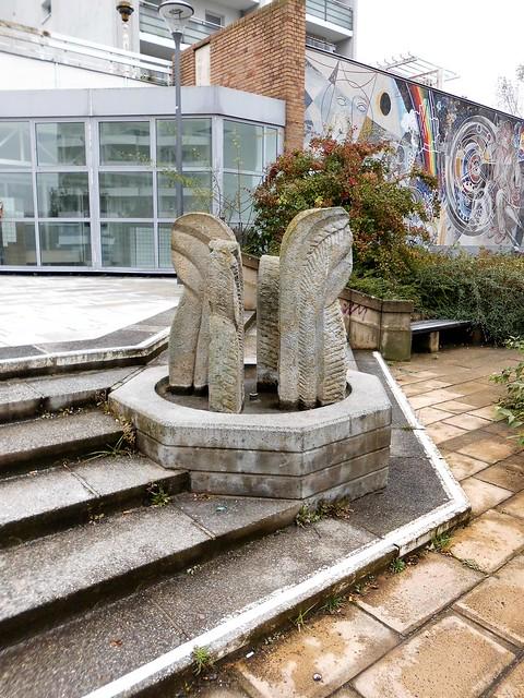 1989 Berlin-O. Treppenbrunnen von Nikolaus Bode Sandstein Marzahner Promenade 39 im Quartier Marzahner Promenade in 12681 Marzahn