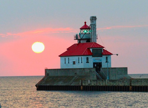 sunrise clouds piers duluthentry duluth minnesota superior wisconsin lighthouse greatlakes lakesuperior lake calm morning canalpark lakers lakerboat