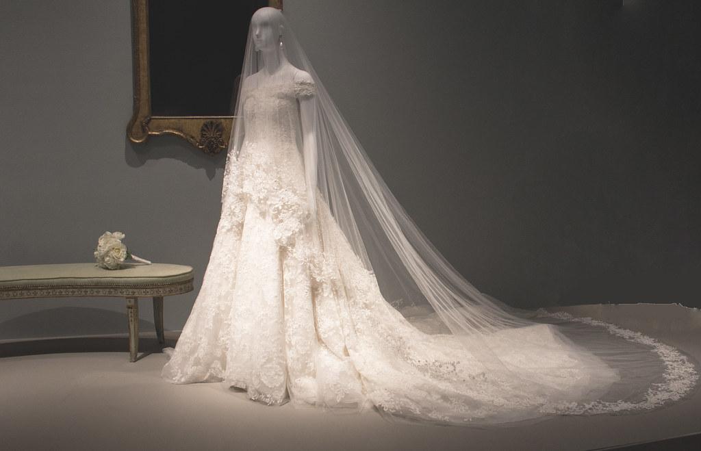 Amal Clooney's Wedding Gown | Amal Clooney (née Alamuddin) h