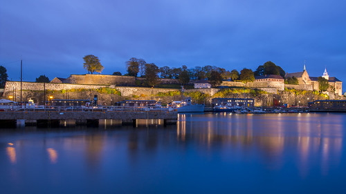 oslo norway norwegen norge city cityscape hafen bluehour lights fortress festning longexposure water
