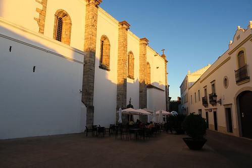 olivenza olivença badajoz extremadura españa spain atardecer sunset calle street fachada facade blanco white encalado
