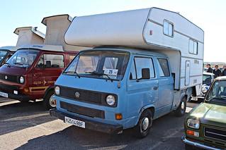 VW T/3 pick-up camper.