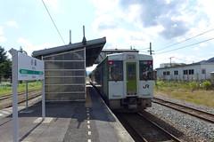 主力のキハ110形。本数は少ないが、快速「べにばな」(米坂線内は各駅停車)が新潟~米沢間をつなぐ